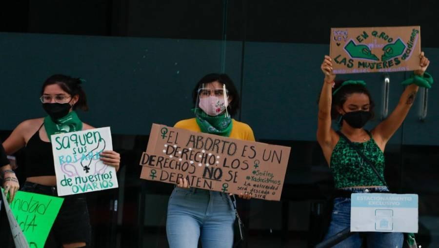 Mujeres se manifiestan por el aborto legal en Quintana Roo, México
